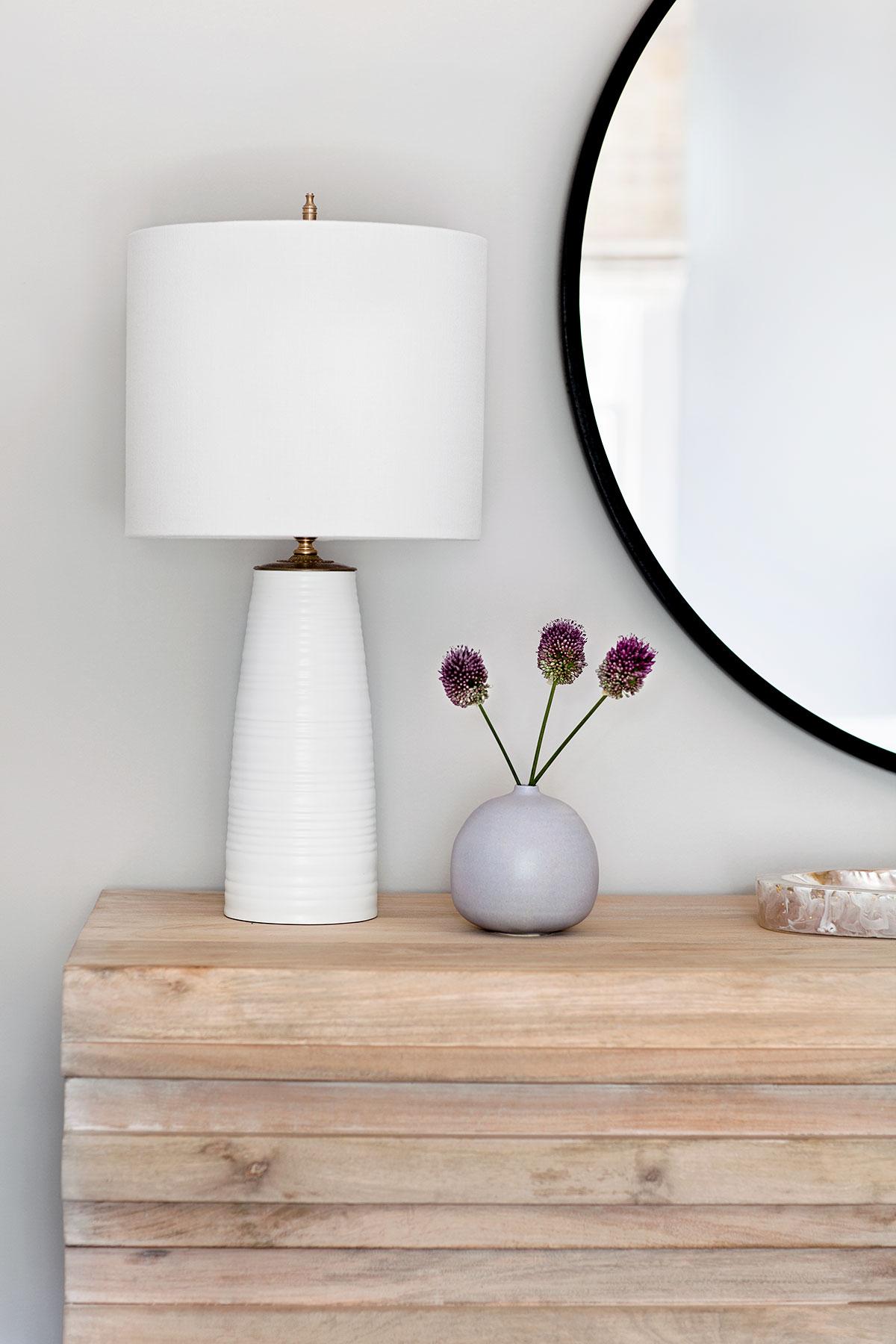dresser-with-lamp